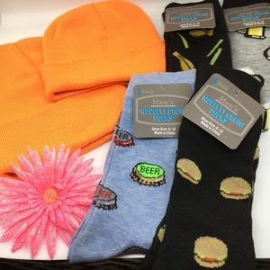 NWOT Hat and foody socks bundle sz 6.12